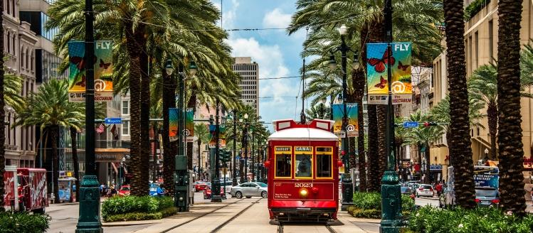 streetcar-in-new-orleans-699112771-592dcb643df78cbe7e6bd39a